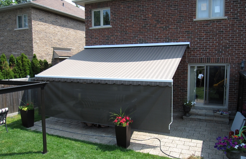 Awning with retractable front valance