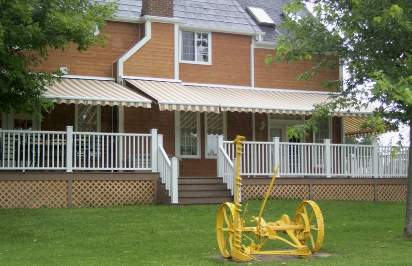 Farm House Rolltec 174 Retractable Awnings Toronto