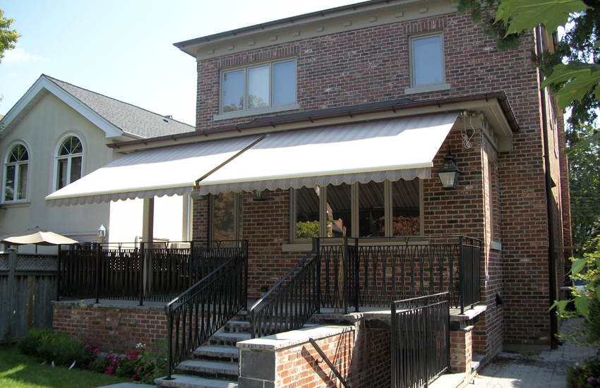 Victorian Style House Rolltec 174 Retractable Awnings