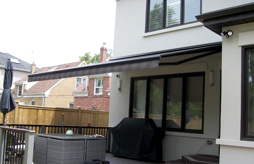 Awning Over A Deck Rolltec 174 Retractable Awnings