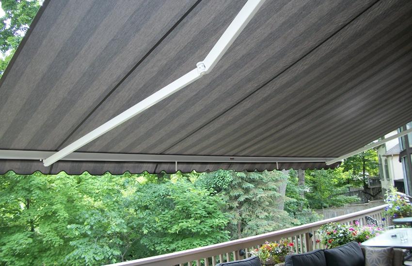 Physique XL over second floor deck